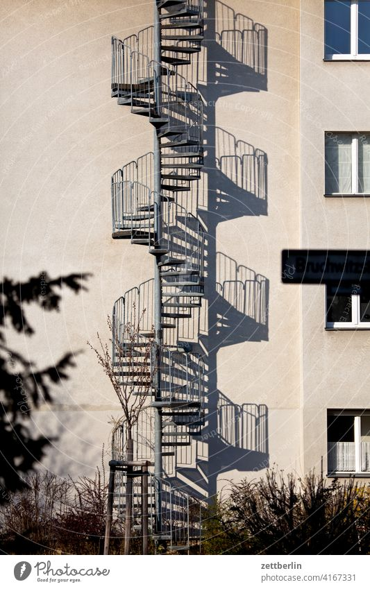 Spiral staircase, outside sales Descent Downward ascent Upward External Staircase Fire prevention rail House (Residential Structure) Apartment house Deserted