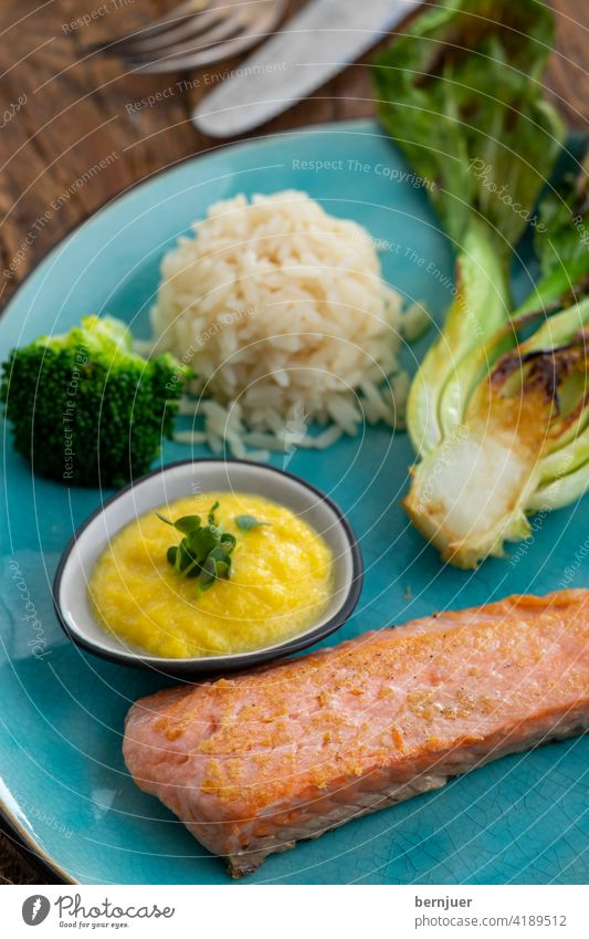 grilled salmon with broccoli and rice Salmon sirloin Salmon filet roasted Fish salubriously Barbecue (apparatus) background tribunal Roasted Dinner omega3