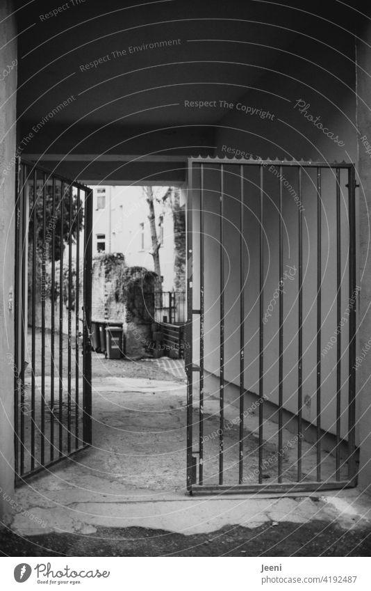 objective | open entrance to a backyard in a city Fence Entrance Front door Main gate Backyard Street off Sidewalk Way out Exit door Open half-open Invitation