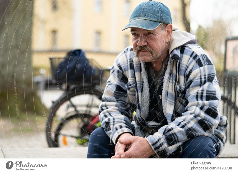 break after the bike ride, blurred hunter ground Man Only one man Exterior shot Colour photo 1 Person bicycle Individual Senior citizen