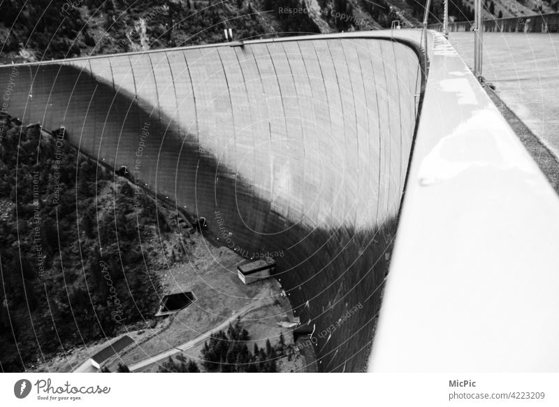 dam River dam Wall (barrier) Reservoir ice cream storage schlegeis Exterior shot Deserted Architecture Buildings Retaining wall Lake Boundary Tall flexed Strong