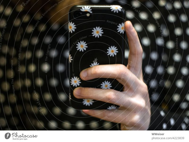 The young woman of today chooses the mobile phone case to match her outfit every day Hand Fingers Cellphone points black-and-white Pattern flowers cheerful