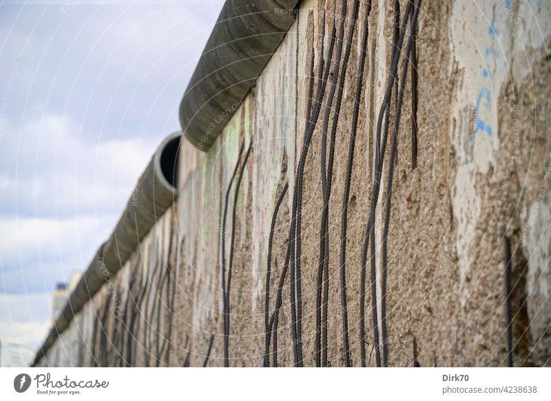 berlin wall Wall (barrier) The Wall wall-pecker Reinforcement Town Reinforcement steel Reinforced Concrete Berlin wall crown Border Monument Capital city