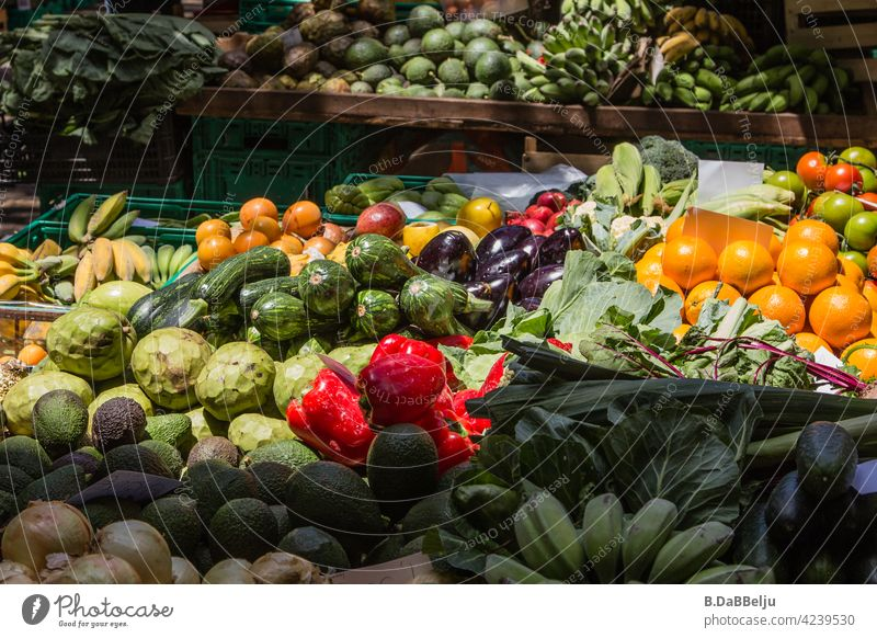 The veggie paradise, colourful and fresh. At the weekly market you can find all the fruit and vegetables your heart desires. vegetarian Vegitaric Food Healthy