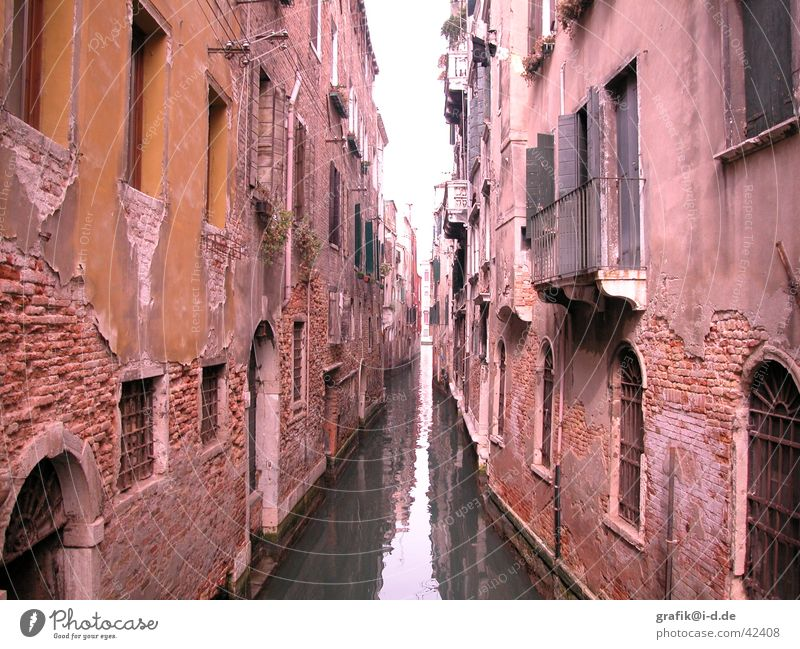 Water House (Residential Structure) Window Building Graffiti Architecture River Forwards Direction Venice Sewer