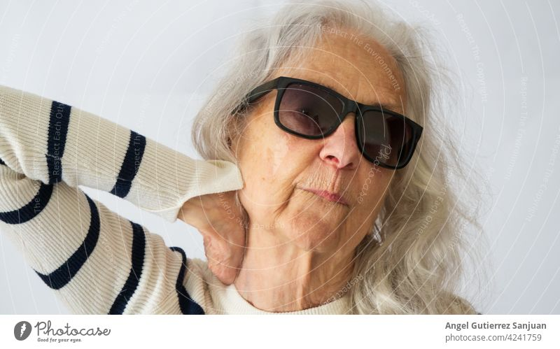 portrait of a senior woman with sunglasses Woman Sunglasses Senior citizen Female senior Human being 70 years old Colour photo 1 Feminine Adults Face Old