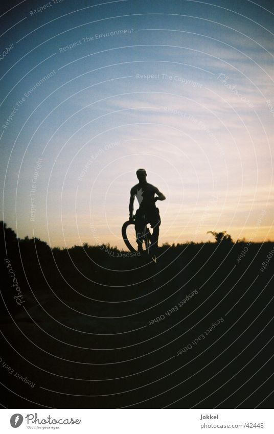 Bike into the night 4 Bicycle Masculine Young man Youth (Young adults) 1 Human being Sky Beautiful weather Cycling Movement Jump Mountain bike Extreme sports