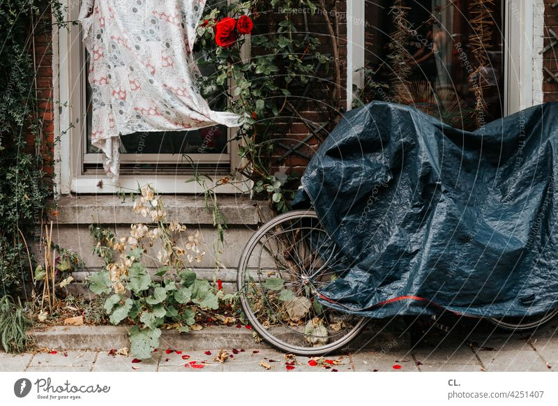 undercover 2 Bicycle Concealed Bicycle protection bicycle cover tarpaulin Lanes & trails off standstill Break Traffic infrastructure Means of transport Mobility