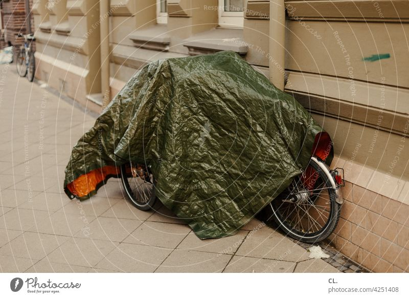 undercover 1 Bicycle Concealed Bicycle protection bicycle cover tarpaulin Lanes & trails off standstill Break Traffic infrastructure Means of transport Mobility