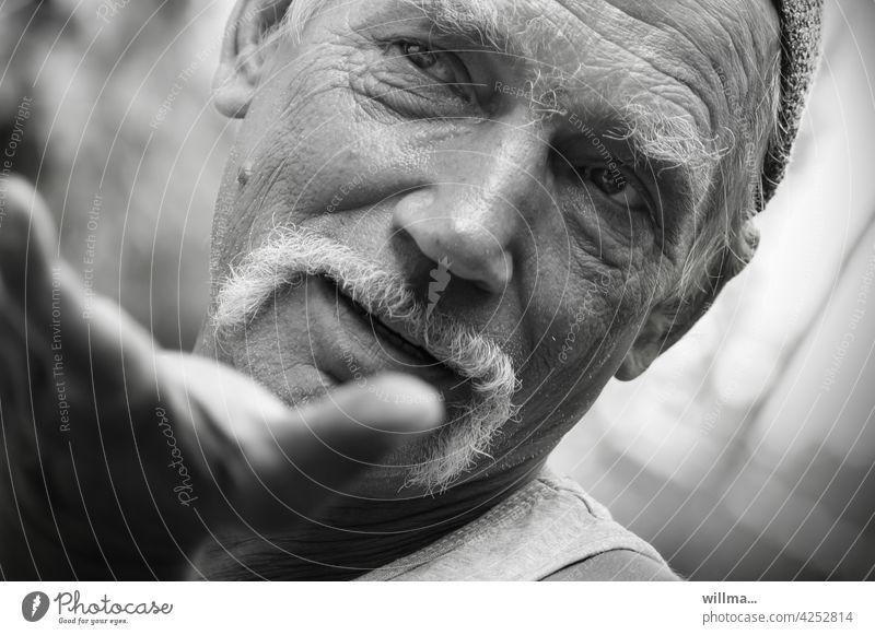 Body language argue communication Man portrait Gestures Communicate conversation talk To talk asking Belief Disbelief Explain one-to-one conversation