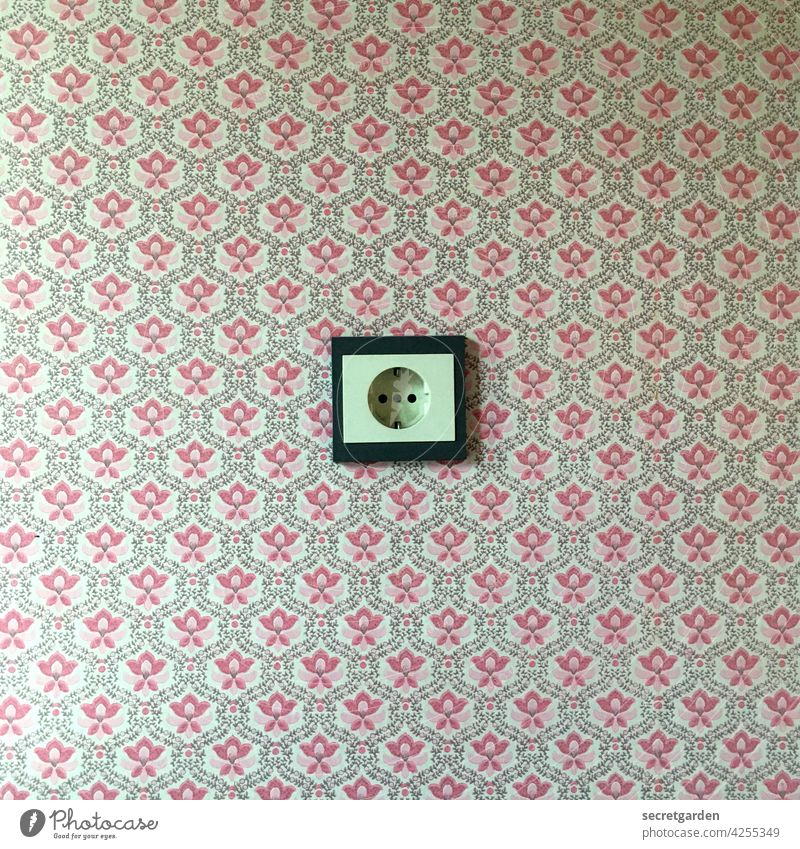 What happens when Chuck Norris fiddles with an electrical outlet with wet fingers? Socket stream Wallpaper at home vintage Old Minimalistic Pattern