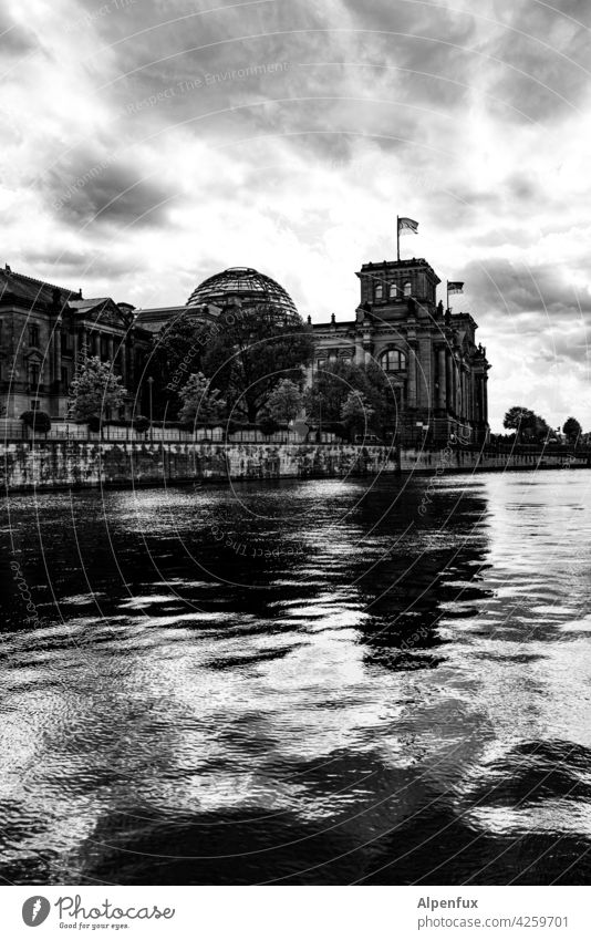 Reichsabend Reichstag Building Architecture Berlin Capital city Landmark Tourism Downtown Berlin Town Manmade structures Sightseeing City Bundestag Parliament