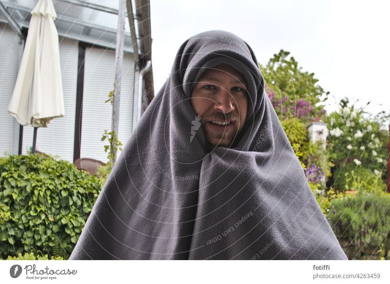 Mary or the man with the blanket Blanket cladding Man Adults Exterior shot Human being portrait Looking Looking into the camera Facial hair shrouded Becoming