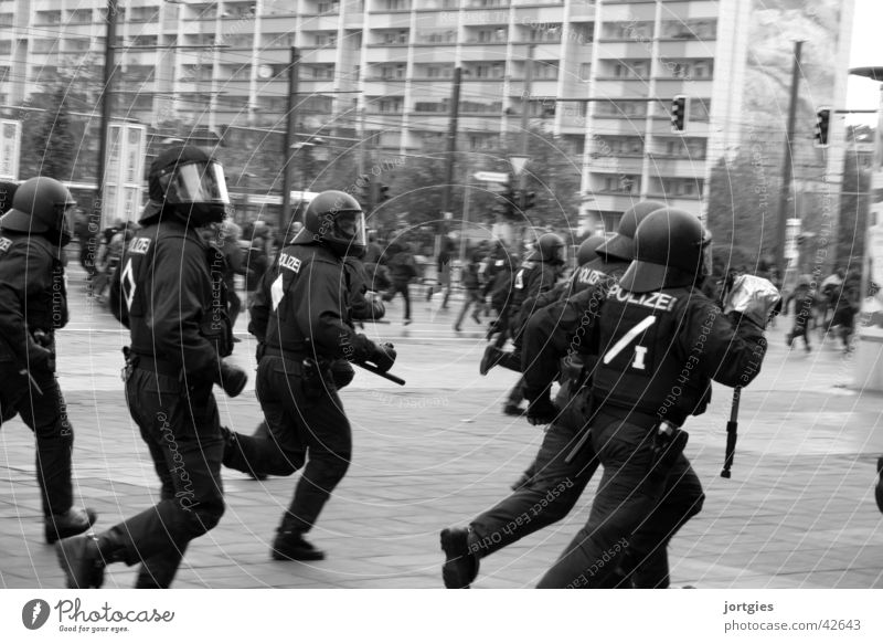 Group Fear Walking Running Multiple Force Dynamics Police Officer Escape Aggression Helmet Politics and state Demonstration Attack Arrest Deployment