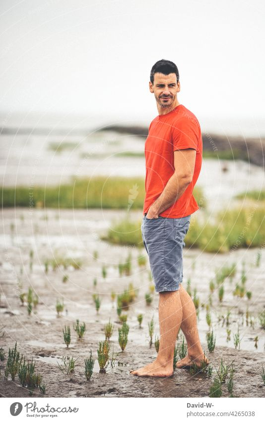Holidaymakers at the sea Mud flats North Sea Man Ocean vacation Low tide Vacation & Travel Tide Slick Beach Skeptical