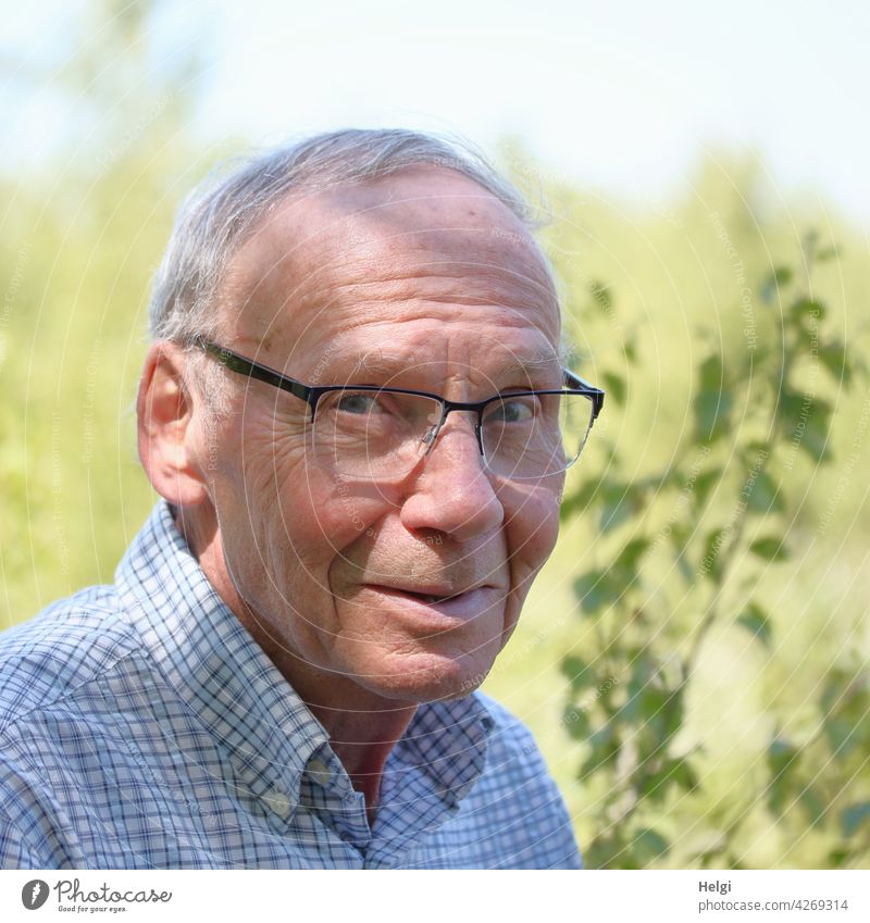 Portrait of senior citizen with glasses and grey hair in nature Human being Man Senior citizen age Head Face Eyeglasses Gray-haired Short-haired portrait