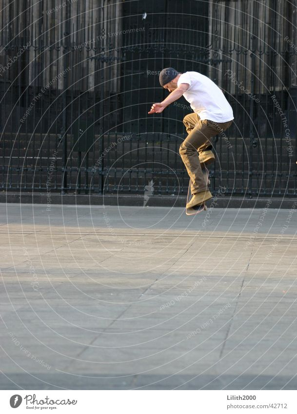 Skater on the dome plate Man Cologne Cologne Cathedral Summer Jump dom plate Skateboarding