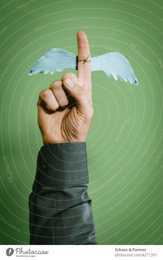 Zeigefinger Schutzengel zeigen Finger Engel Flügel Warnung Ratschlag Verkleidung Hinweis schützen beschützen Hand Daumen Männerhand