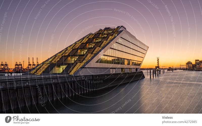 Port in the evening II Port City Harbour Manmade structures Building Wall (building) Wall (barrier) Architecture Stairs Facade Tourist Attraction Esthetic