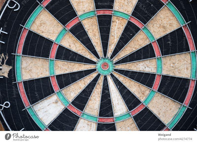 dartboard Round Target focus Error Accuracy vintage Dart Arrow Slice fields Green Red planning