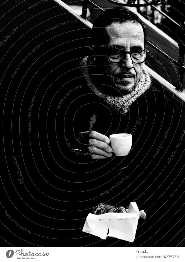 Coronacafe seriously portrait Face Man Eyeglasses Winter Jacket Sit Cold pandemic Scarf Espresso Gloves Croissant Napkin corona Bench bench Stairs