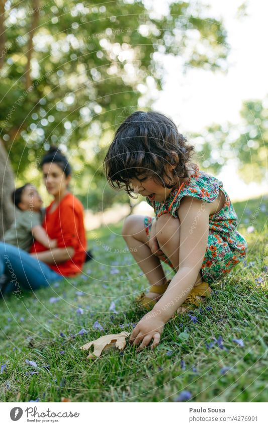 Child playing in the park with family Girl 1 - 3 years 3 - 8 years Family & Relations Brothers and sisters Playing Boy (child) Day Human being Toddler Infancy