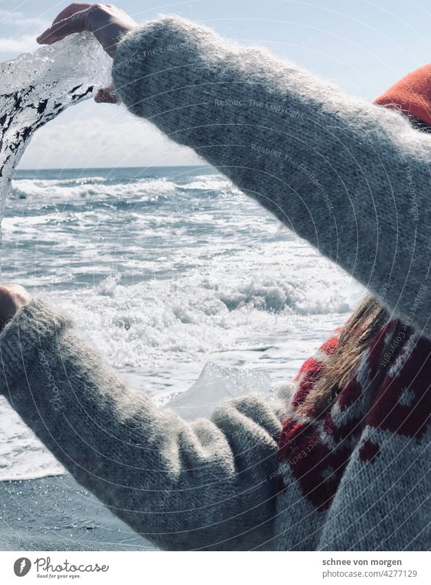 Ice in the hand White Ocean Wind stand Isl wave Cold Beach Water Sand Lake Winter Gale Nature Calm coast Landscape Far-off places Horizon Loneliness Sky