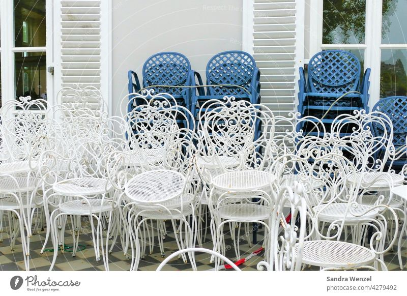 Empty chairs in the gastronomy corona Economy Gastronomy Café Virus void Measures closure Insovenz broke hardship finance Consumption