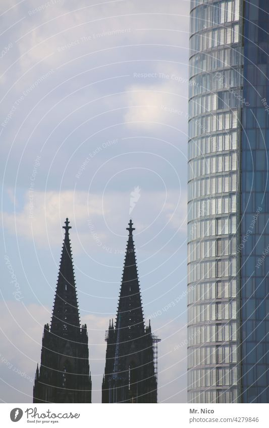 difference in size High-rise Building Manmade structures Dome Church Downtown Town Architecture Tourist Attraction Landmark Glas facade Office building