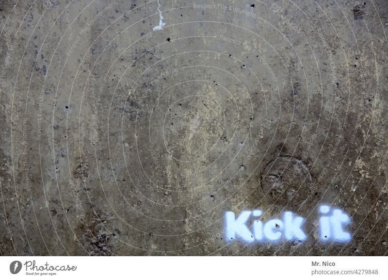 kick it Foot ball Leisure and hobbies Wall (building) Wall (barrier) Graffiti Characters Screen print Dark Black Gray Facade lettering Signs and labeling