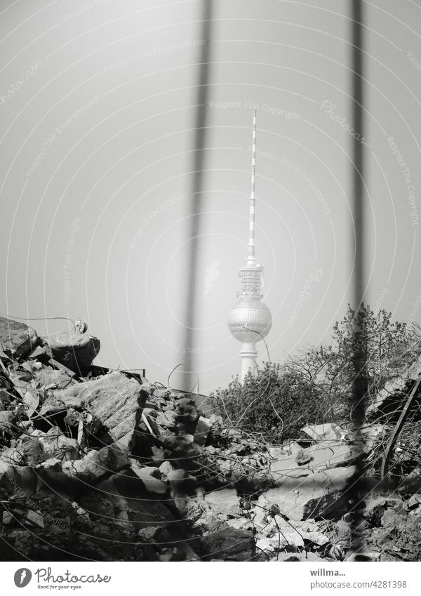 Berlin builds Television tower Construction site Wire Tooth Gravel rubbish superstructure Building project construction project Reconstruction East House of One