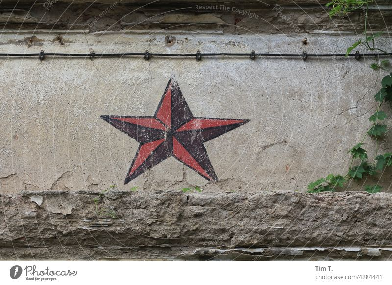 a red star , remnant of a russian barracks in Halle Halle (Saale) Exterior shot Deserted Colour photo Hall Saale Saxony Anhalt Russian Old Wall (barrier)