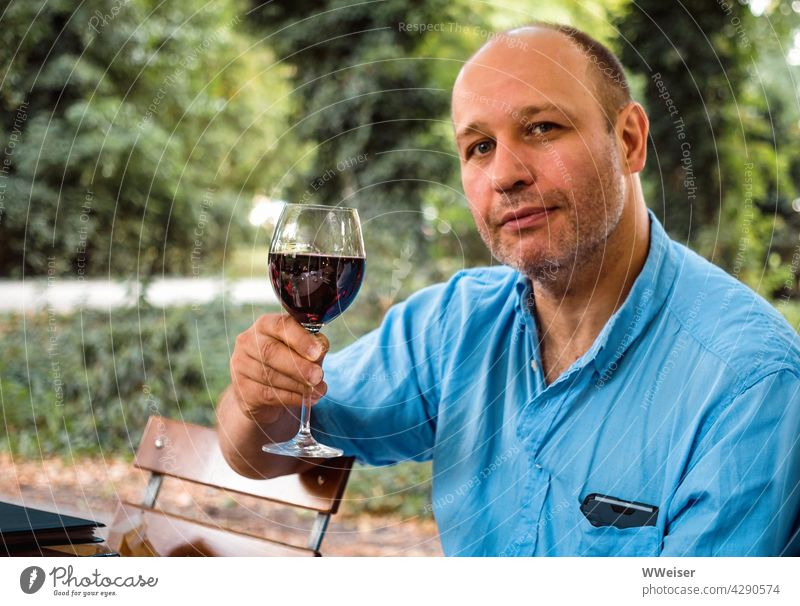 Cheers to life, wine, women and song! Man Eating Vine Wine glass Drinking Toast solemn Red wine Restaurant out Beer garden Heuriger To enjoy Quality