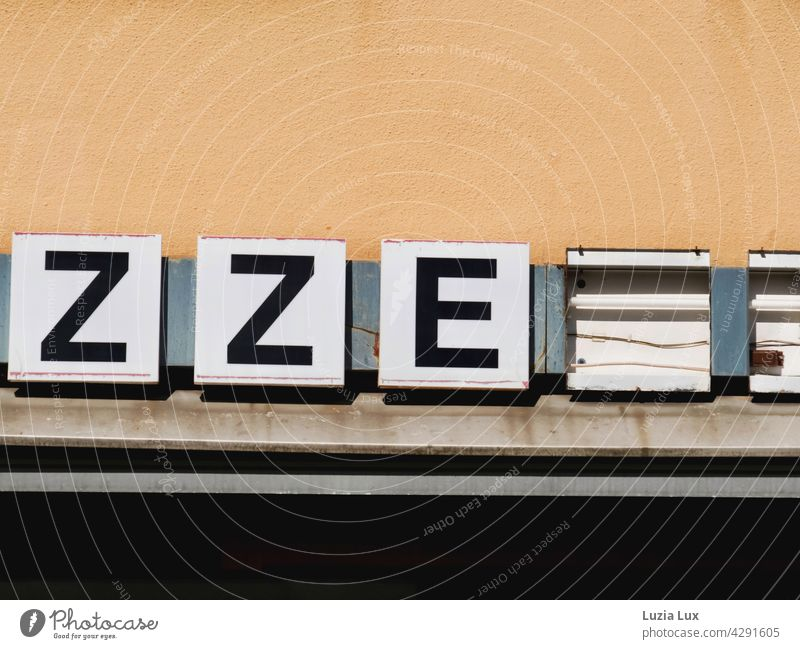 ZZE... Letters, lighting a pizzeria that has long been closed Suburb restaurant Gastronomy Transience transient over Gloomy dreariness Broken Old Deserted