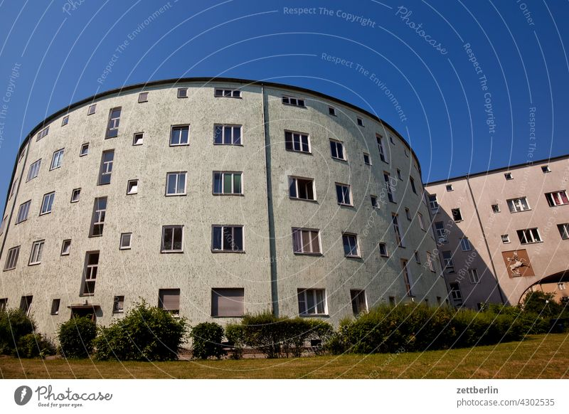 Siemenssiedlung, Berlin-Reinickendorf Old building on the outside Fire wall Facade Window House (Residential Structure) Sky Sky blue rear building Backyard