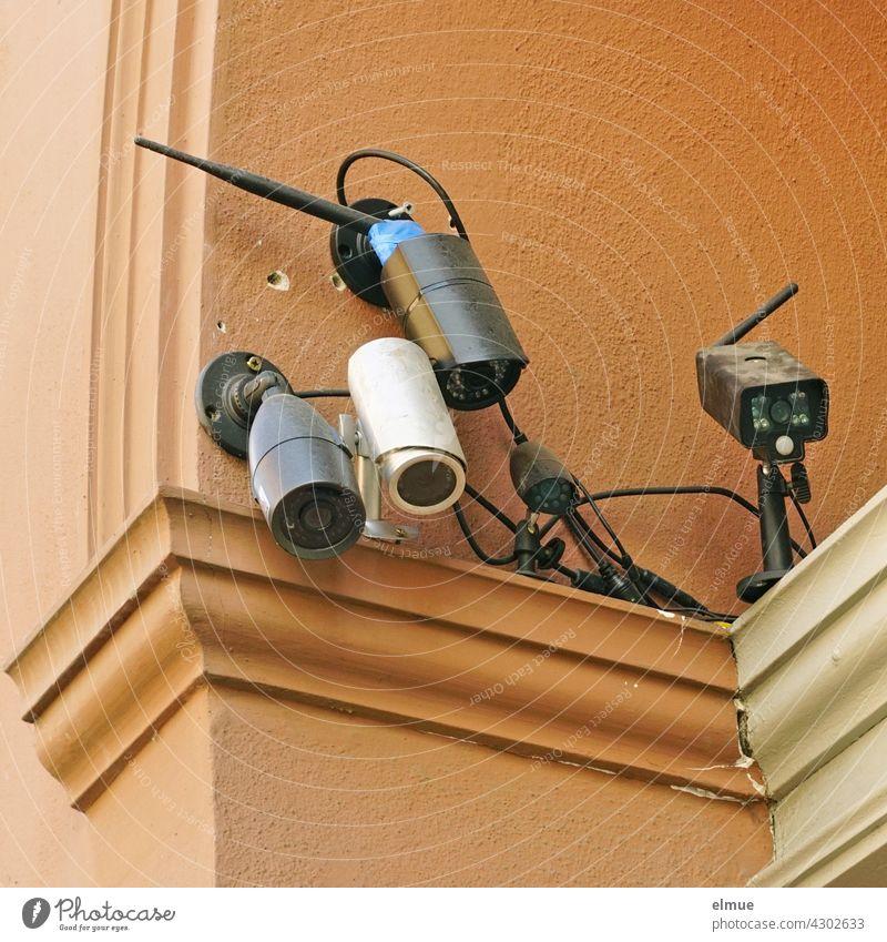 Five different surveillance cameras are directed at a house entrance / control / suspicion Surveillance camera technique Testing & Control observation Safety