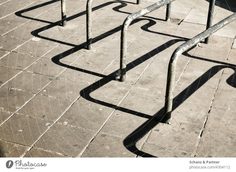 Bicycle stand with hard shadow turnaround bicycle lock complete secure sb./sth. Metal urban Town City life Street Transport Cycling hard shade
