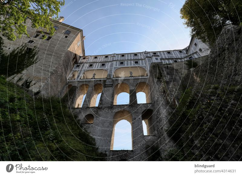 Durable building art without studied architects, structural engineers and engineers Lock castle Intersection Bridge Facade Floors Historic pretty Krumau