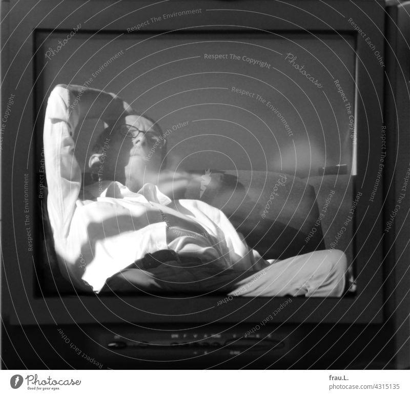TV Man Television TV set Human being Sit Lie reflection bore Boredom Sofa