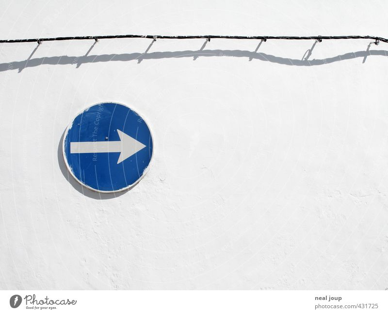 Clear direction Wall (building) Portugal Deserted Wall (barrier) Cable Road sign Sign Signage Warning sign Arrow Bright Round Blue White Tolerant Advice