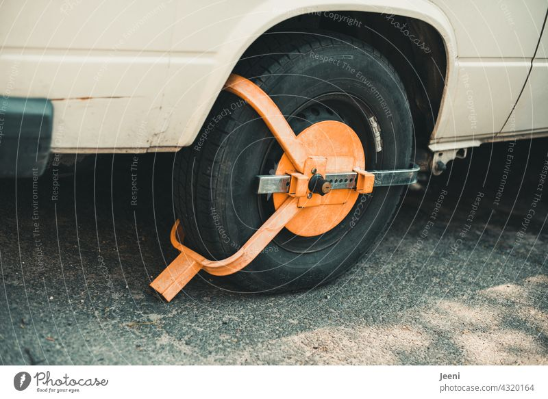 immobilizer car Vehicle Transport Street Tyre lock completed Road traffic Urban traffic regulations wheel claw Vehicle claw parking claw Parking no parking