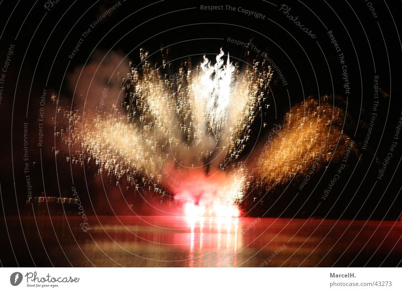 Fireworks 3 New Year's Eve Party Explosion Bang Red Firecracker Water spieglung Feasts & Celebrations