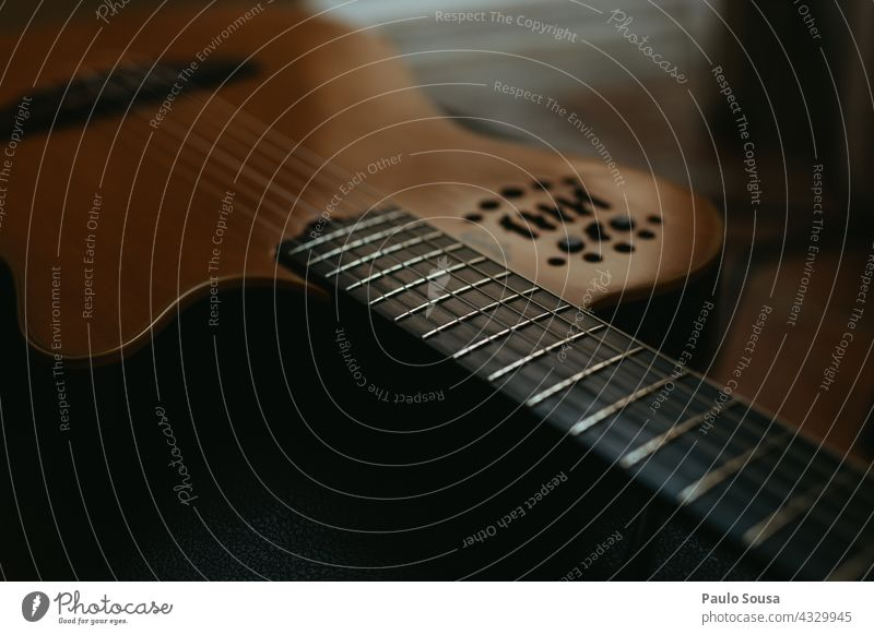 Close up guitar Guitar Guitarist Guitar string String String instrument strings Colour photo Detail Close-up Acoustic Leisure and hobbies Make music Sound