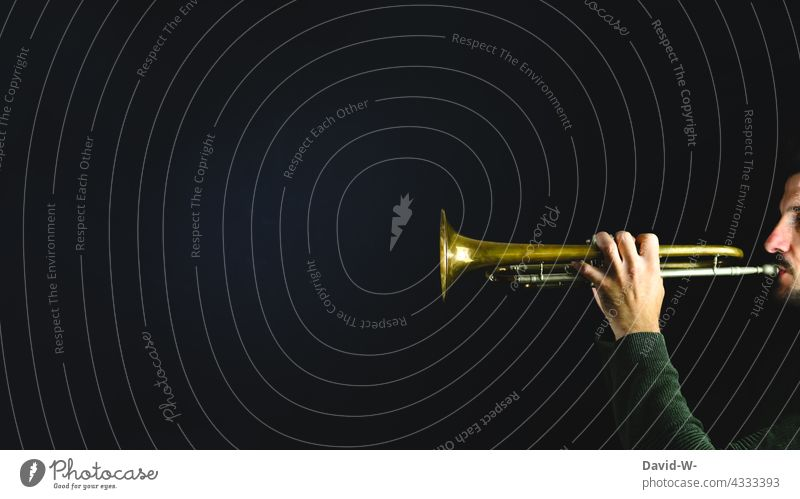 Play signal with the trumpet Signal Trumpet Playing Musician fanfare Artist Culture Concert Make music Musical instrument