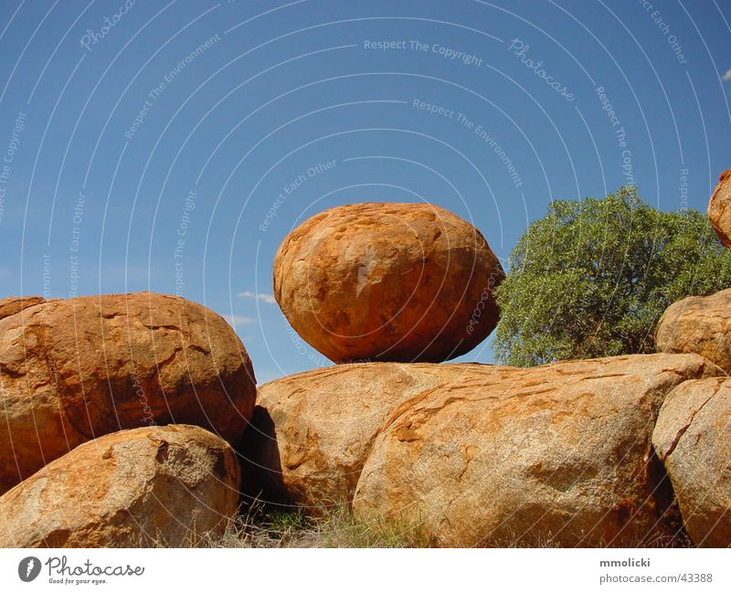 Marvel Devils Australia Northern Territory Round Red Brown Stone Rock layers of earth