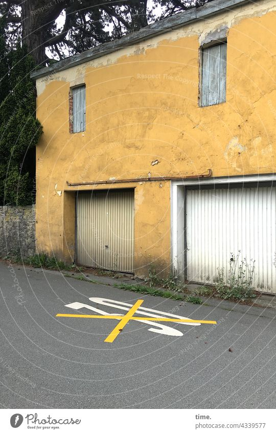 communal confusion House (Residential Structure) farage Street Asphalt Road sign crossed out Speed limit Crucifix Old Trashy Wall (building) Wall (barrier)