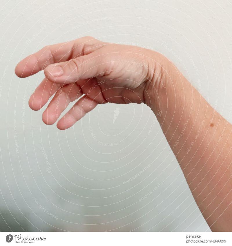 immor schee loggor bleim hand entspannt locker spruch mensch finger nahaufnahme isoliert unterarm