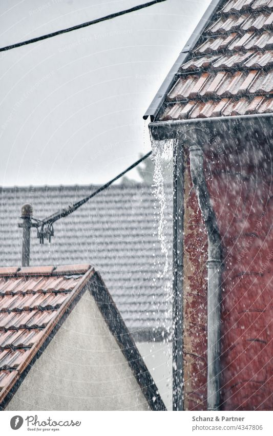 Roof candel overflows from heavy rain Rain roofs Inundated Weather Water Exterior shot Bad weather Storm Kandel Dachkandel Downspout roof drainage