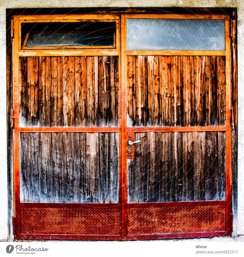2021 05 15 Cortina iron and wood door vintage old rusty wooden design architecture entrance antique brown background house doorway retro gate aged closed