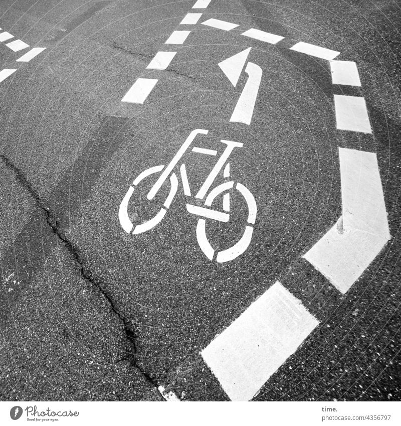 Order in Chaos   ParkTourHH21   Survival Lines Cycle path Traffic infrastructure left turn-off Aspahlt Road traffic Street Pictogram Arrow lines strokes